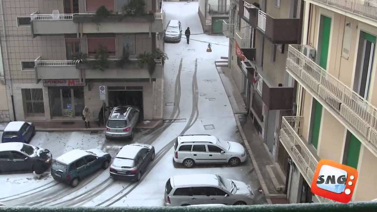 Paese con la neve